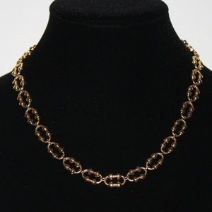 Beautiful gold AVON necklace 18 inches long